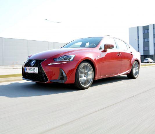 Lexus IS 300h F-Sport