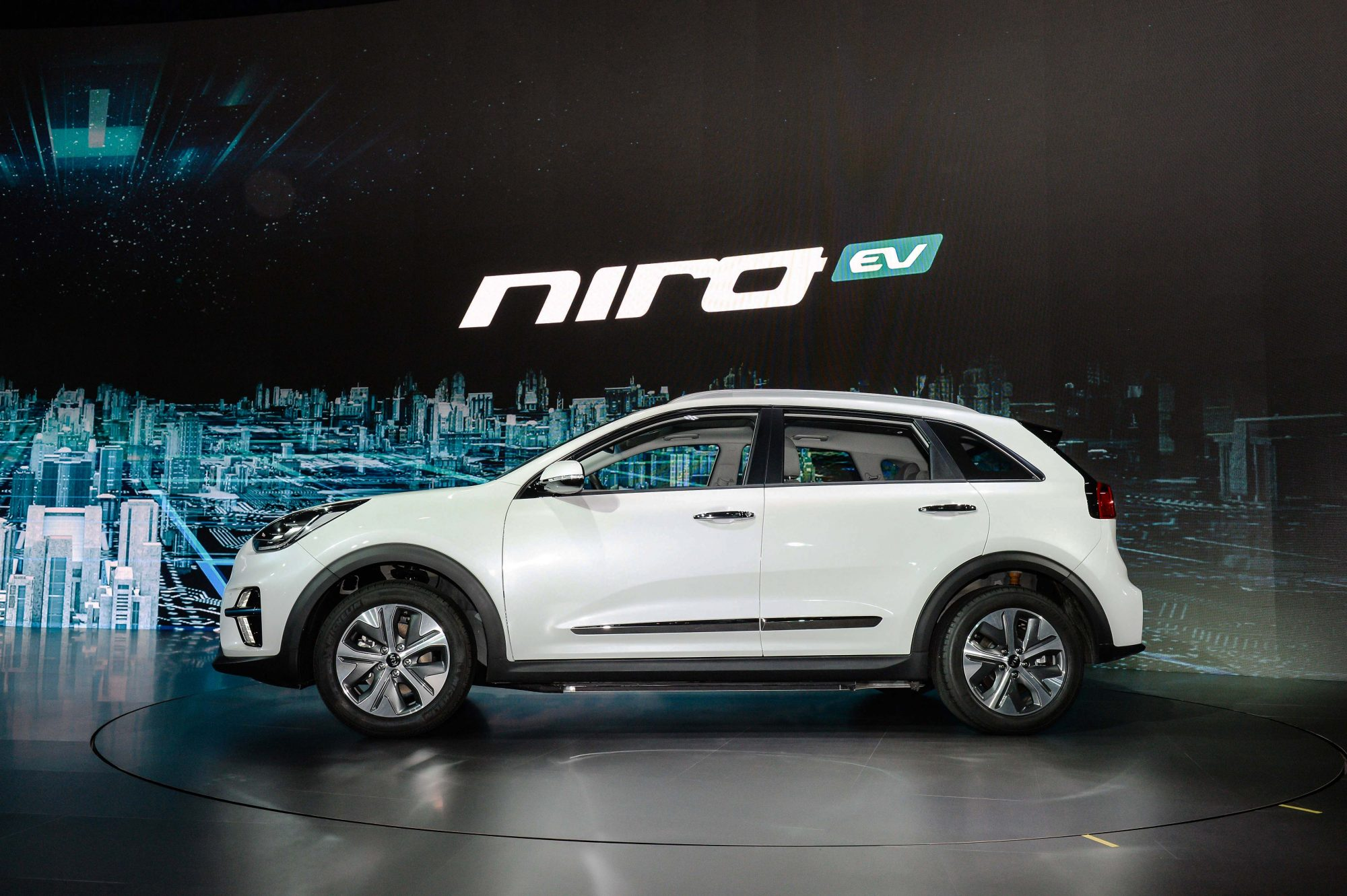 crossover kia niro ev e mobilit t mit wenig kompromissen gas junky. Black Bedroom Furniture Sets. Home Design Ideas
